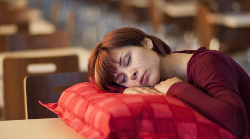 kobieta śpi
