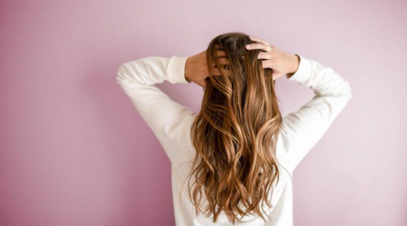 jak zahamować wypadanie włosów