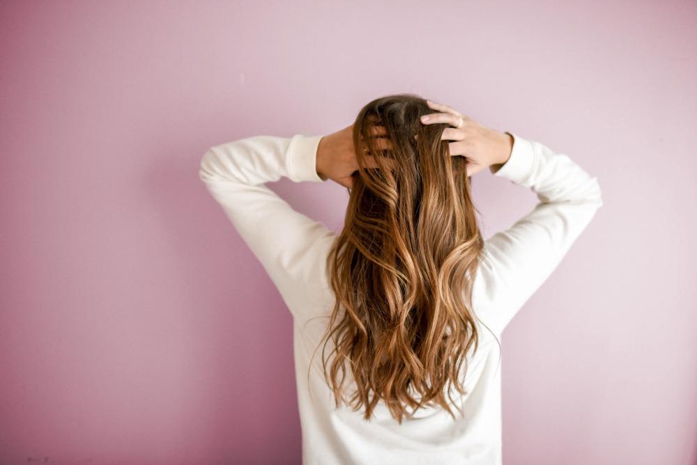 Wypadanie włosów – jak mu zapobiegać?
