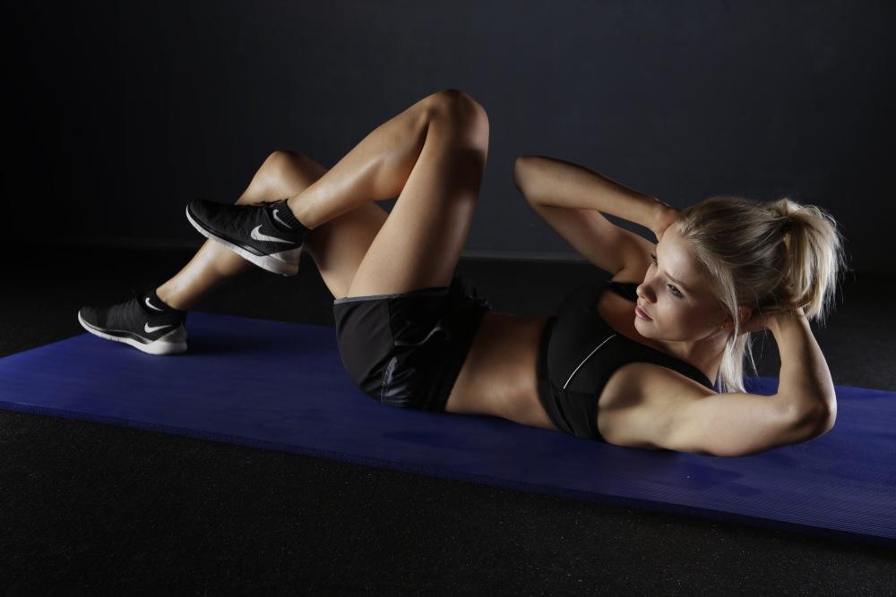 Jak ćwiczyć w domu, żeby schudnąć? | domowe ćwiczenia odchudzające