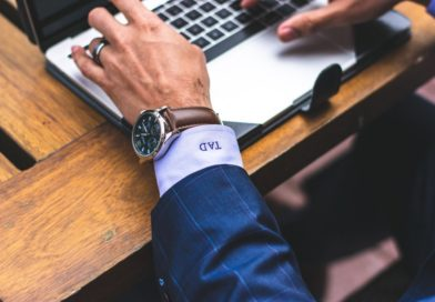 Jak wybrać zegarek do garnituru?