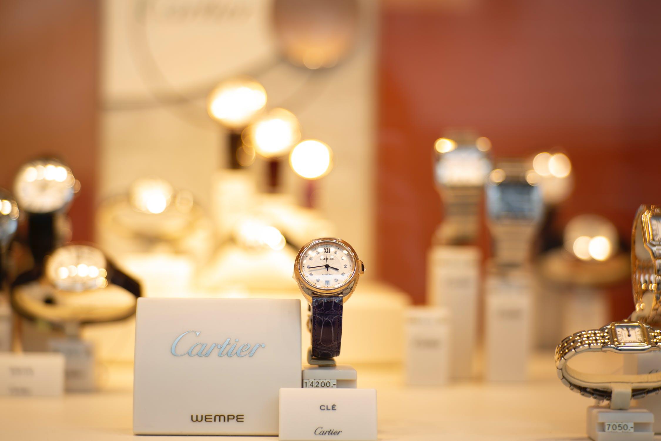Czymożna dać zegarek naprezent?