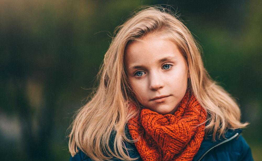 Samotne dziecko —otrudnościach znawiązywaniem kontaktów
